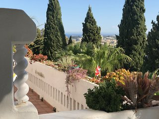 Romantic Mijas Getaway | 2 Beds, 2 Baths | Refurbished| Views Over Sea & Sierras