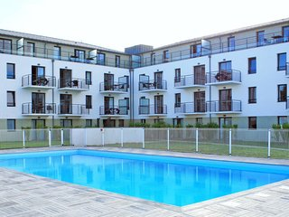 2 bedroom Apartment with Pool, WiFi and Walk to Beach & Shops - 5653426