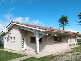 3 bedroom Villa in Montalivet-les-Bains, Nouvelle-Aquitaine, France : ref 564995