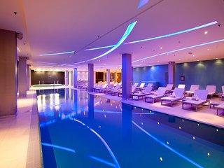 Luxury seaside apartment **swimming pool**jacuzz**