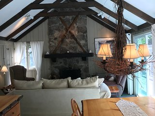 White Mountains Chalet near Waterville Valley - Beautiful 4 Bedroom House
