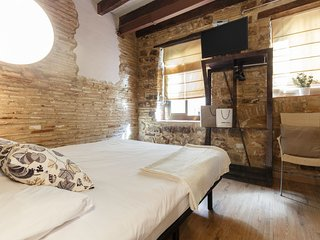 Studio next to Picasso Museum. Great for couples