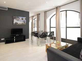 Monthly rental in Gothic Quarter ready to live in!