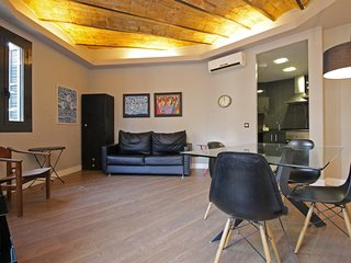 Spacious 2 bedroom apartment, quick access to Downtown