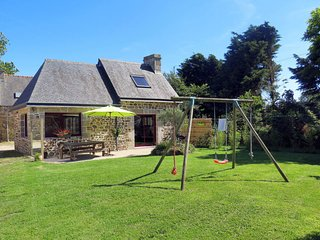 3 bedroom Villa in Lesvrez, Brittany, France : ref 5649941