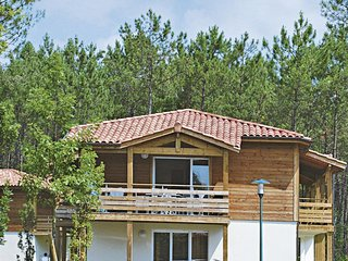 Parentis-en-Born Holiday Home Sleeps 4 with Pool and Free WiFi - 5653454