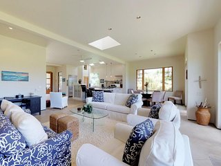 NEW LISTING! All luxury home w/ WiFi, garage, & multiple lanais-golf on-site