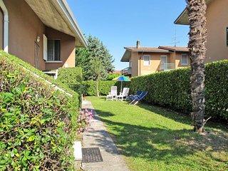 2 bedroom Apartment in Scannabue-Cascine Capri, Lombardy, Italy : ref 5651314