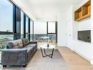 Gorgeous Apartment with Amazing Views (HH8)