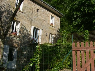 Traditional 2 bedroom House with Stunning Countryside Views Sleeps 4/6 + Cot