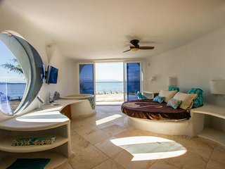 Amazing, brand-new seafront luxury suite w/ shared pool, beach access