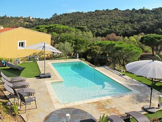 2 bedroom Apartment in La Garonnette-Plage, France - 5653073