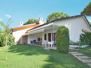 3 bedroom Villa in Isola Albarella, Veneto, Italy : ref 5434178