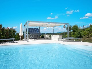 Pavone d'Alessandria Holiday Home Sleeps 10 with Pool Air Con and Free WiFi