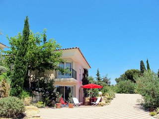 2 bedroom Villa in Saint-Aygulf, Provence-Alpes-Cote d'Azur, France : ref 565090