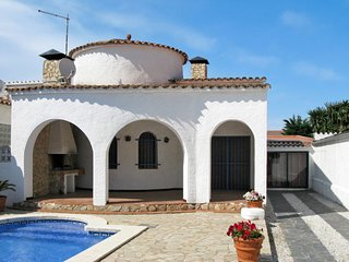 3 bedroom Villa in Empuriabrava, Catalonia, Spain - 5649727