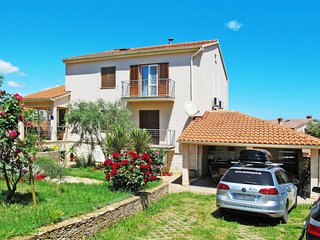 3 bedroom Villa with Air Con, WiFi and Walk to Beach & Shops - 5650591