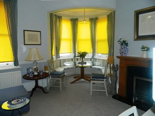 BOURNECOAST: Beautiful apartmenr, walking distance to the sandy beaches -FM6120