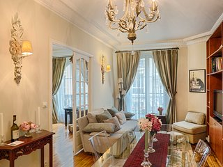 Le Tresor de Montmartre, Paris: elegant 2 bed apartment