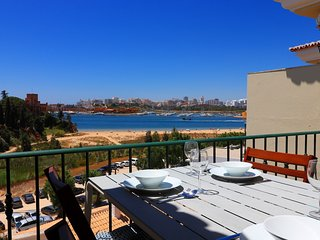 Front line townhouse n0 9 in Ferragudo, sea views, Air-con