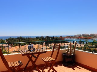 Stunning townhouse nº 41 in Ferragudo, Sea views, Air-con