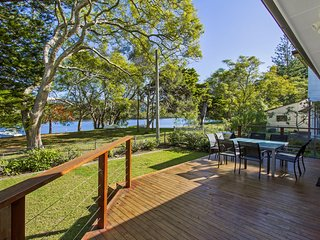 PATONGA SUNSET - WATERFRONT HOLIDAY HOUSE