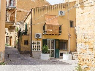 A vanedda di Girgenti ' apartments ' indipendente e ampio monovano   piano terra