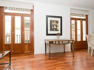 3 Bedroom Apartment with balcony. Old Town. Valencia. TRIN 5