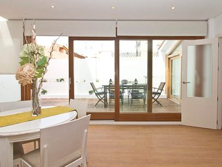 3 Bedroom Penthouse with Terrace. Old Town. Valencia. TRIN 6