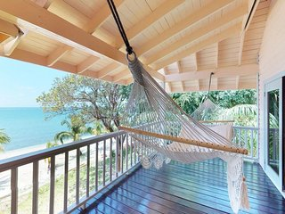 NEW LISTING! Beachfront villa w/ocean view, free WiFi, secluded seaside location