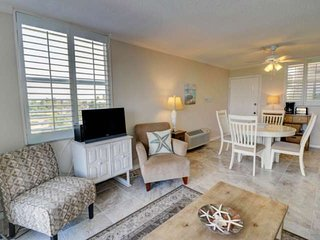 FREE CANCELLATION! Newly Listed, Charming Studio Condo, Pool View, Free WiFi & F