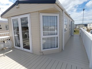LUXURY 6-BERTH CARAVAN FOR RENT AT SILVER SANDS HOLIDAY PARK