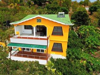 The Lookout - Hummingbird Deck Apartment