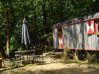 GoGreen Roulotte - beautiful shepherds hut on private lake in rural France
