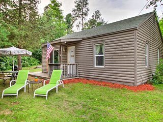 NEW! Cottage w/ Lake Access - 1 Mi. to the Dells!
