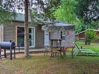 NEW! Cottage w/ Lake Access - 1 Mi. to the Dells!