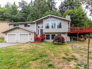NEW LISTING! Spacious, modern house w/ deck & great location near lake & town