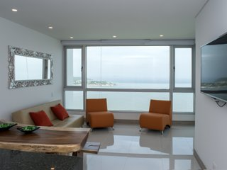 Beautiful 2 BR Sunset Apartment on the Beach