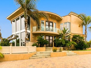 Luxury Home w/ Ocean Views, Roof Top Jacuzzi & Steps to Sand