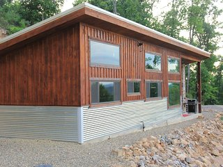 Bella Vista!! Incredible secluded off grid luxury cabin overlooking the Lake!