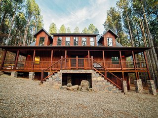 Incredible brand new construction luxury cabin! No compromises, ADA friendly