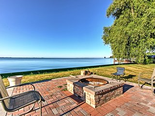 NEW! Remodeled Michigan Cottage on Lake St. Clair!