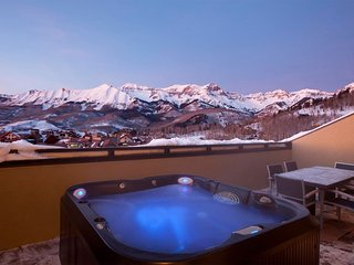 SKI-IN Split-Level Penthouse with Private Hot Tub on the Balcony!