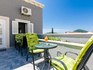 Bedroom 799 m from the center of Dubrovnik with Internet, Air conditioning (9929