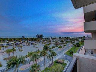 Across the street from Siesta Key Beach, Gulf View, Pool, Tennis, Parking, Balco