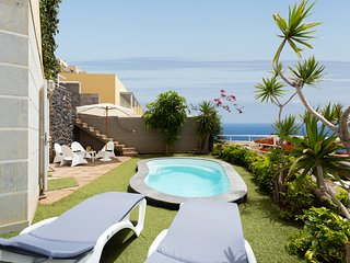 Duplex Acorán with pool and sea view