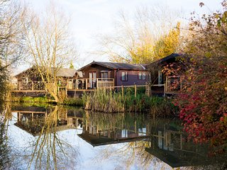 Luxury Wooden Lakeside Lodge CARRION Near Longleat