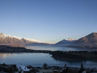 Queenstown Holiday Villa 12055