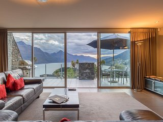 Queenstown Holiday Villa 12054