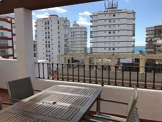 Bonito atico en la playa, Aire, Wifi, parking, piscina…